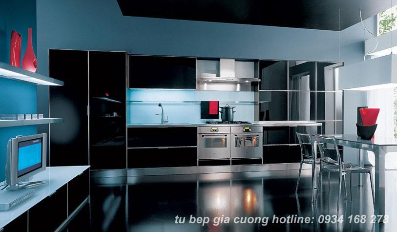 Tủ bếp màu đen tạo điểm nhấn